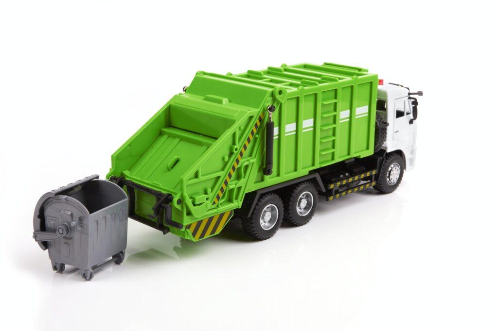 Camion de colectare a gunoiului in Tecuci